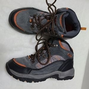 Hi-Tec youth size 4.5 hiking waterproof ankle boot
